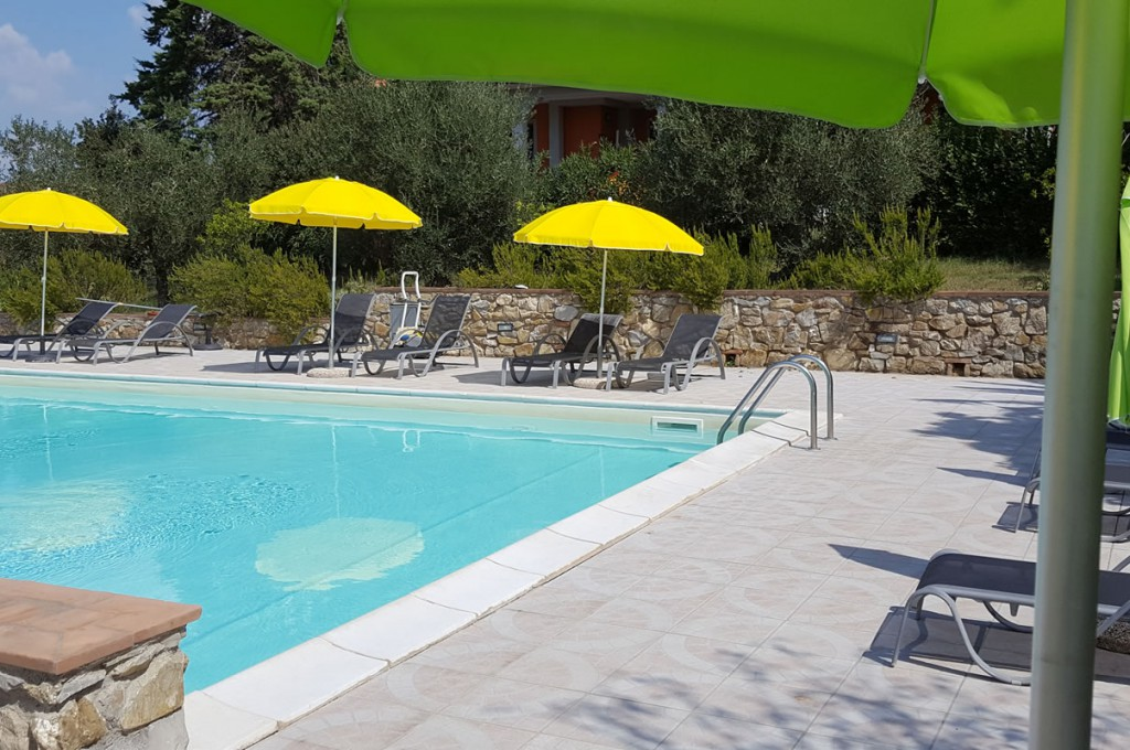 agriturismo-affittacamere-il-giogo-in-toscana-piscine